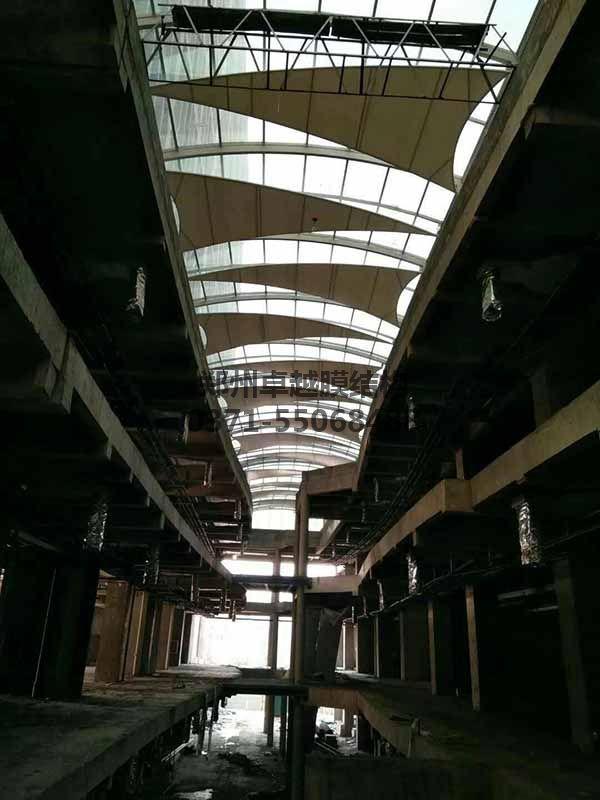 商丘柒悦城商场走廊摩臣5屋顶